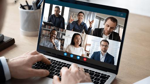 Piattaforme virtuali per comunicare con i clienti